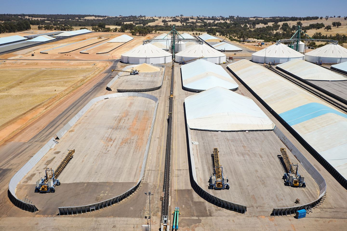 Aerial shot of CBH Narrakine site showing stackers in open bulkheads and sealed storages in the background